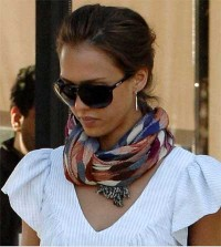celebrity-in-scarf