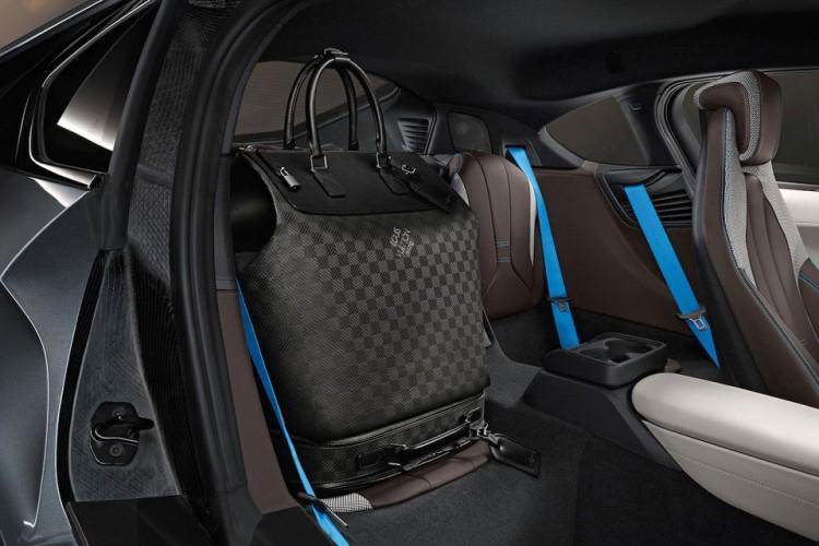 Louis Vuitton 為BMW i8 跑車定制特別包款系列 1