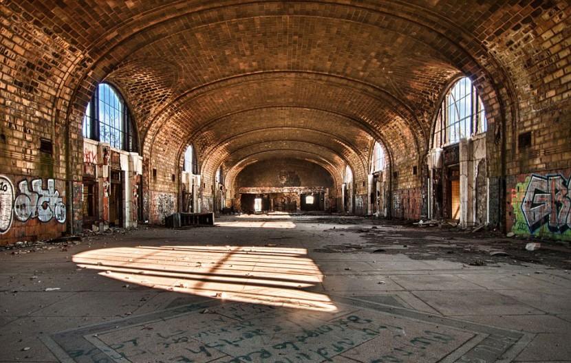 Photographer Jonny Joo captures eerie images of abandoned buildings 2