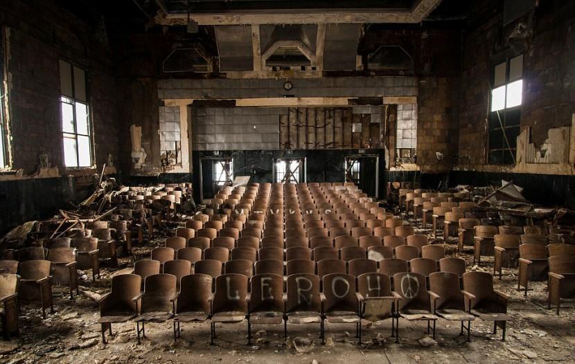 Photographer Jonny Joo captures eerie images of abandoned buildings 6