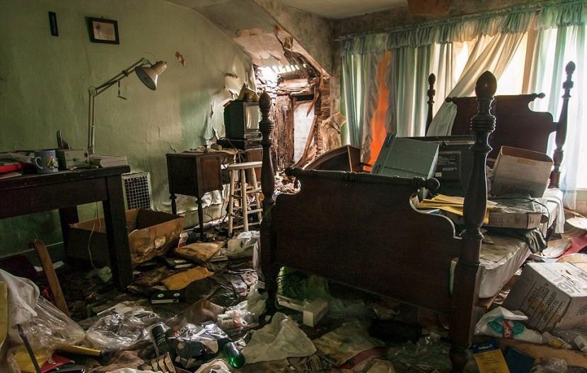 Photographer Jonny Joo captures eerie images of abandoned buildings 7