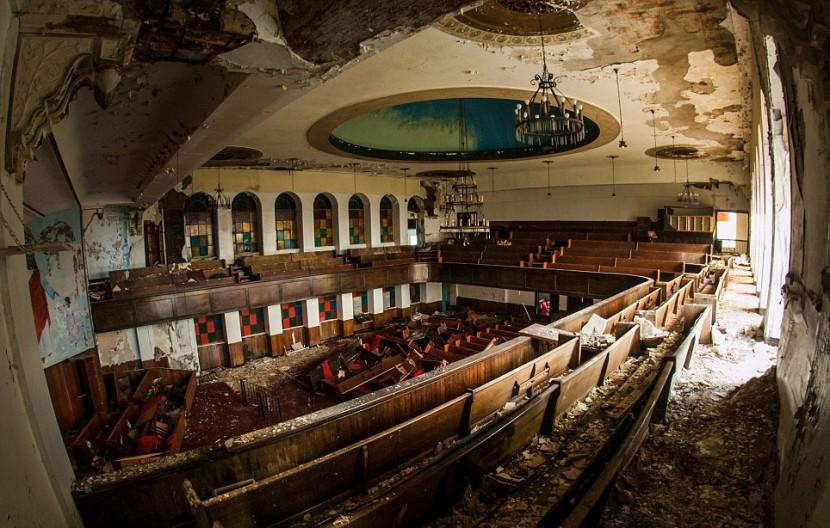 Photographer Jonny Joo captures eerie images of abandoned buildings 9