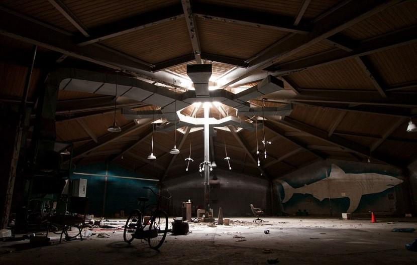 Photographer Jonny Joo captures eerie images of abandoned buildings 10