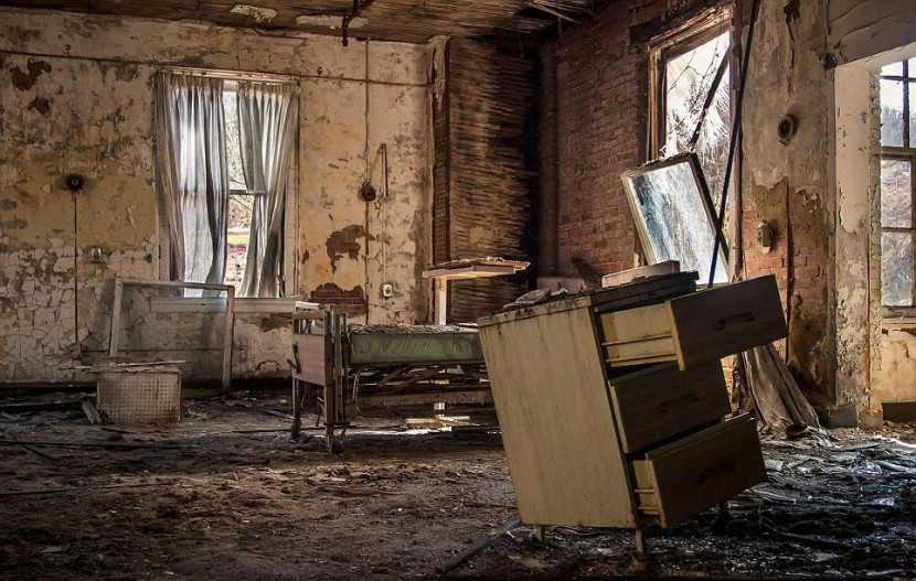 Photographer Jonny Joo captures eerie images of abandoned buildings 13