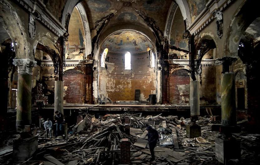 Photographer Jonny Joo captures eerie images of abandoned buildings 18