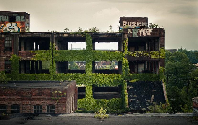 Photographer Jonny Joo captures eerie images of abandoned buildings 19