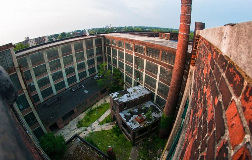 Photographer Jonny Joo captures eerie images of abandoned buildings 22