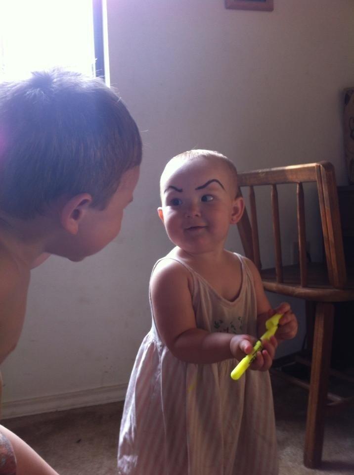 畫眉不再是成年人的專利!網絡掀起為嬰兒畫眉的新熱潮 6