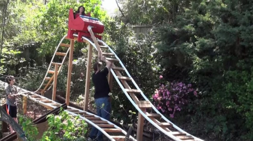 Loving Dad Builds An Awesome 180-Foot-Long Roller Coaster For His Children 3