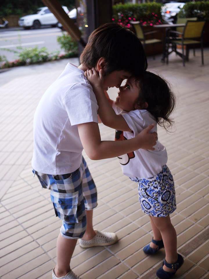 一起一起手挽手,混血萌兄妹 Titi & Lya 10