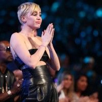 Homeless Youth Accepts Miley Cyrus' VMA Award With Touching Speech 3
