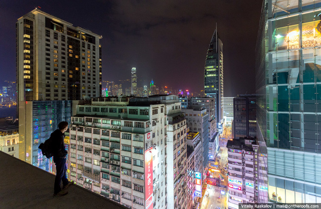 These 29 Pictures From The Rooftops Of Hong Kong Will Make You Dizzy 1