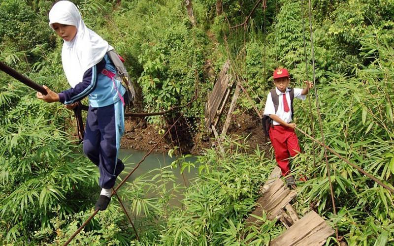 dangerous journey to school 12