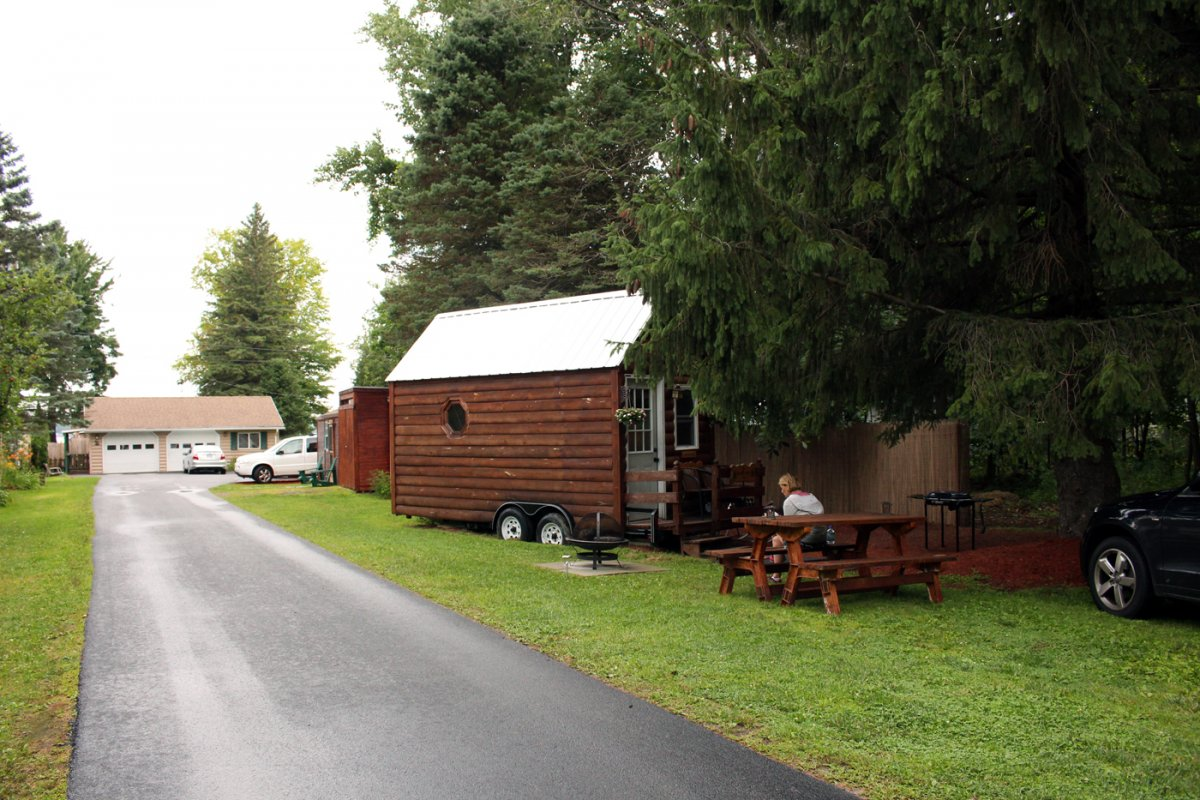 I Spent 3 Days In A 'Tiny House' With My Mom To See What Micro-Living is 2