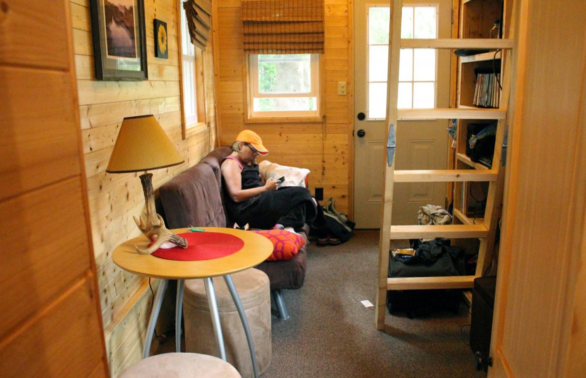 I Spent 3 Days In A 'Tiny House' With My Mom To See What Micro-Living is 16