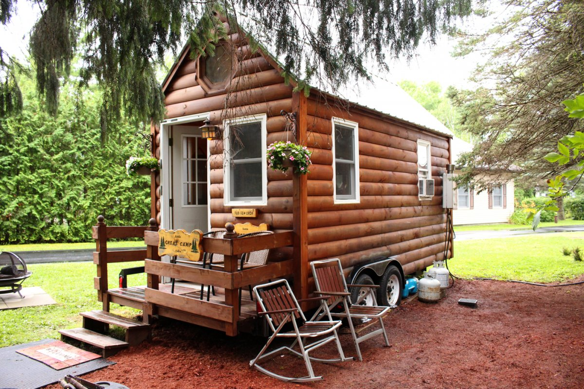 I Spent 3 Days In A 'Tiny House' With My Mom To See What Micro-Living is 21