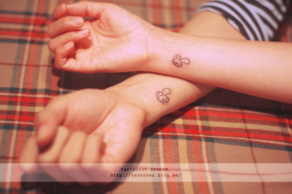 adorable Miniature Tattoos Of Block Shapes And Symbols Made With Lines 2