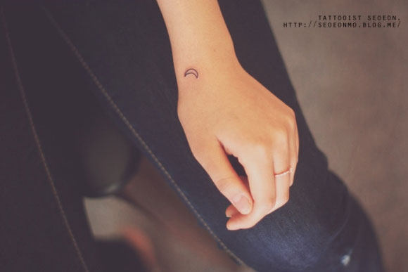 adorable Miniature Tattoos Of Block Shapes And Symbols Made With Lines 7