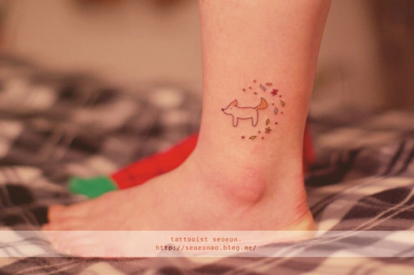 adorable Miniature Tattoos Of Block Shapes And Symbols Made With Lines 12