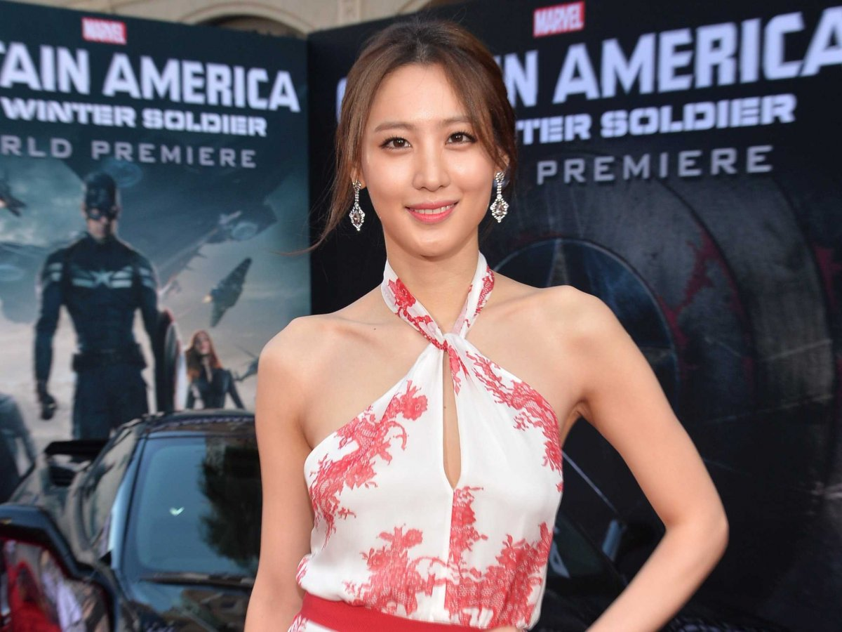 Who Is The Mystery Woman In 'The Avengers' Sequel Trailer   4