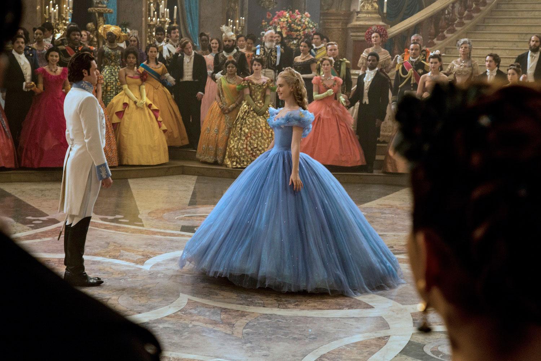 首支真人版《Cinderella》預告片:王子最終能找到玻璃鞋的主人嗎? 10
