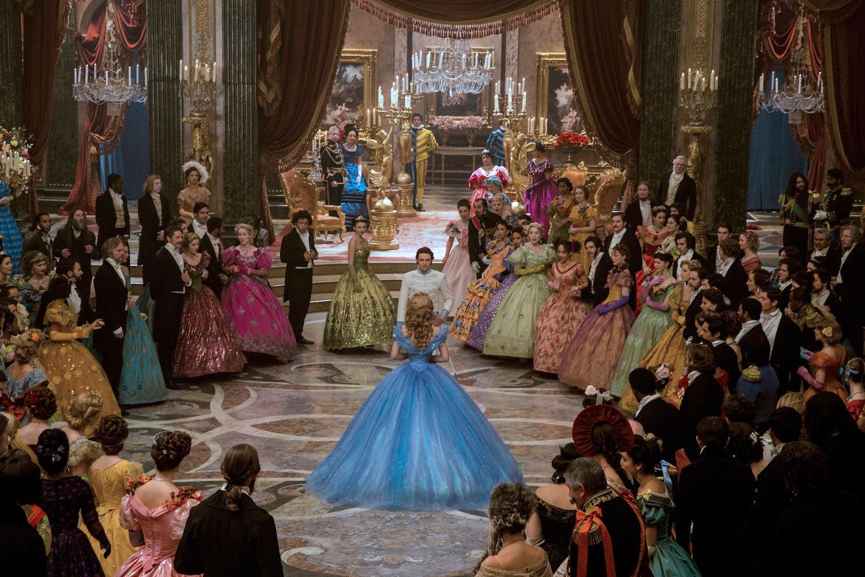首支真人版《Cinderella》預告片:王子最終能找到玻璃鞋的主人嗎? 14