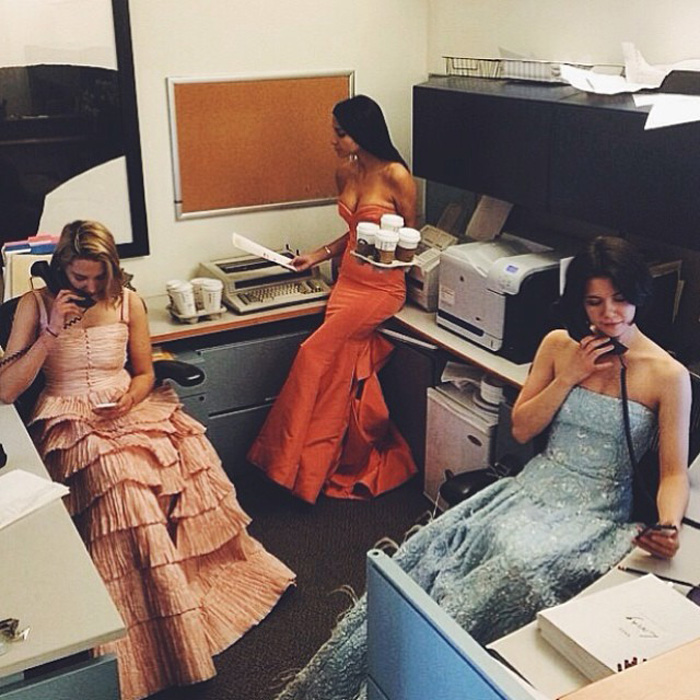 Inside The Glamorous Lives Of Anna Wintour's 3 Vogue Assistants 9