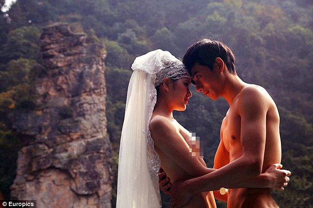 Avatar fans tie the knot NAKED 9
