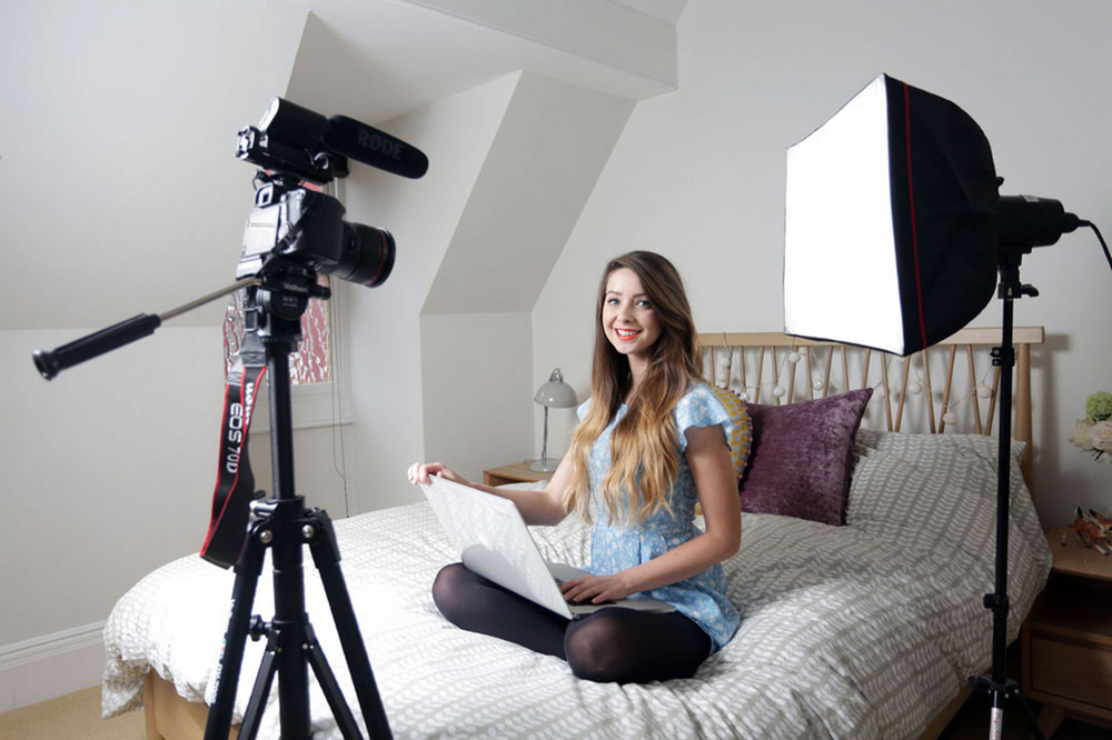 Meet The 24-Year-Old Blogger Who Just Smashed Sales Records With Her Debut Novel 5