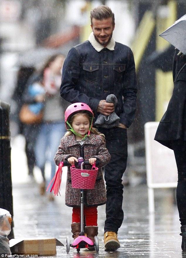 有女兒的爸爸帥氣滿分:看Beckham和寶貝女兒Harper渡過幸福的一天 2