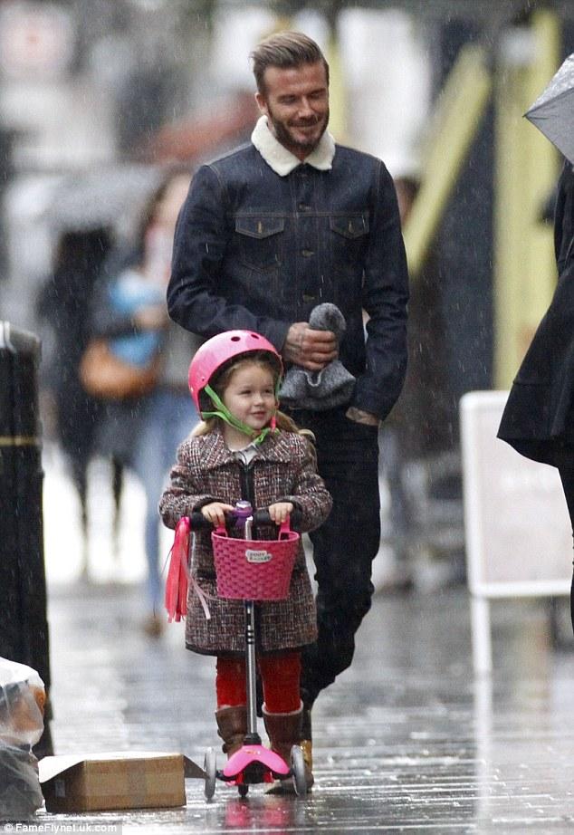 有女兒的爸爸帥氣滿分:看Beckham和寶貝女兒Harper渡過幸福的一天 6