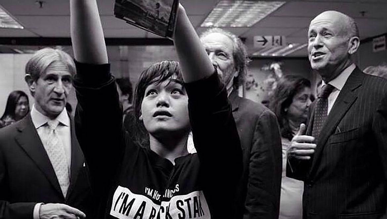 她用鏡頭開啟了新生活:香港菲傭贏得人權攝影大獎改變人生 ‧ A Day Magazine