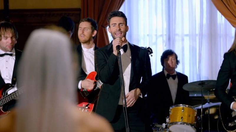 讓女孩們羨慕不已的難忘婚禮:Maroon 5 突襲甜蜜獻唱 5