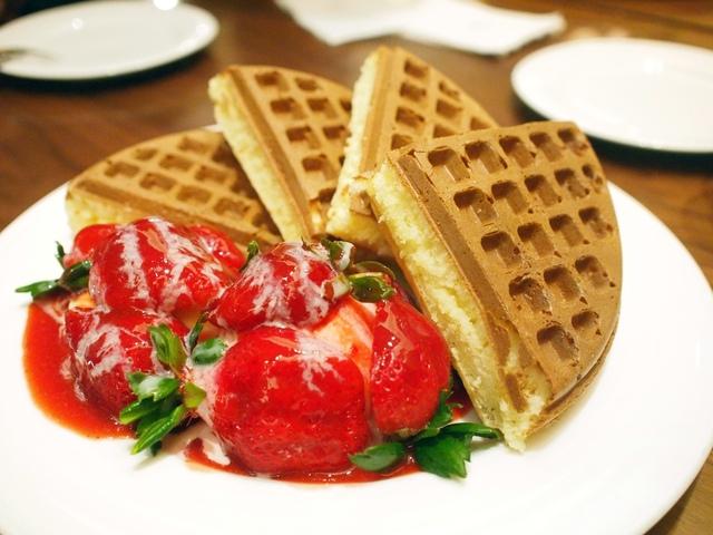 taipei waffle dessert store 31