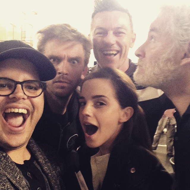 THE FIRST 'BEAUTY AND THE BEAST' CAST PHOTO IS HERE 1