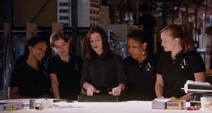 Anne Hathaway 重回長髮演繹時尚角色,這回她才是穿著Prada的惡魔 5