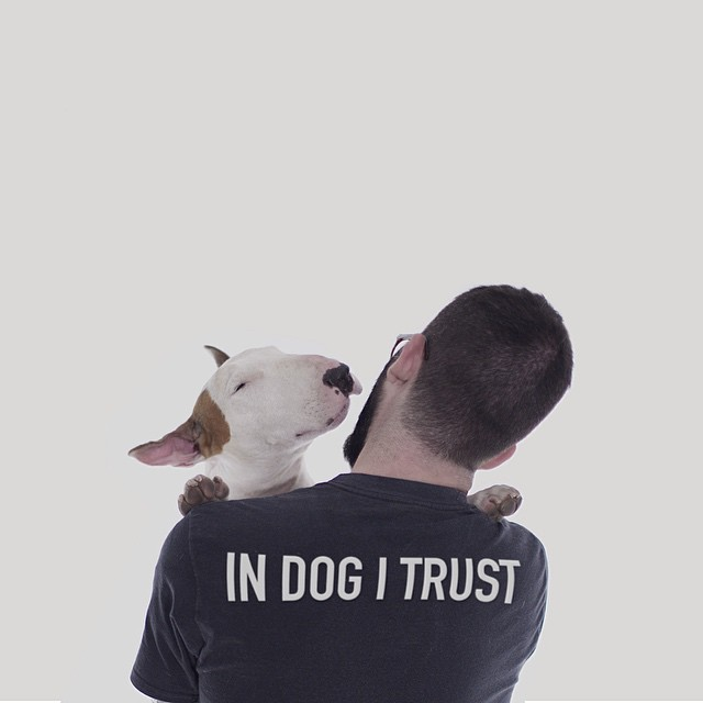 治愈離婚創傷的插畫攝影: 男人與狗的逗趣日常 8