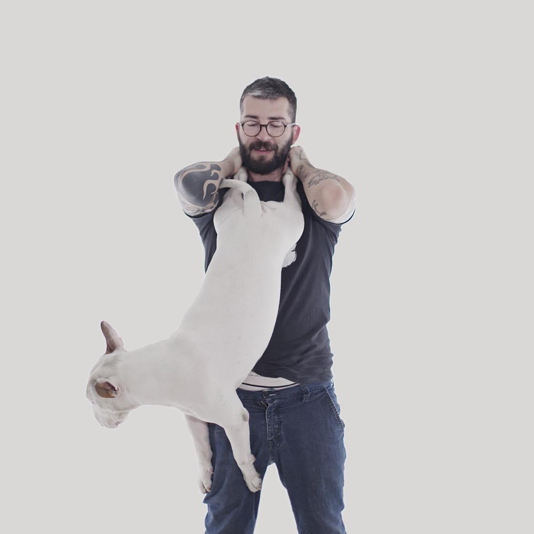 治愈離婚創傷的插畫攝影: 男人與狗的逗趣日常 9