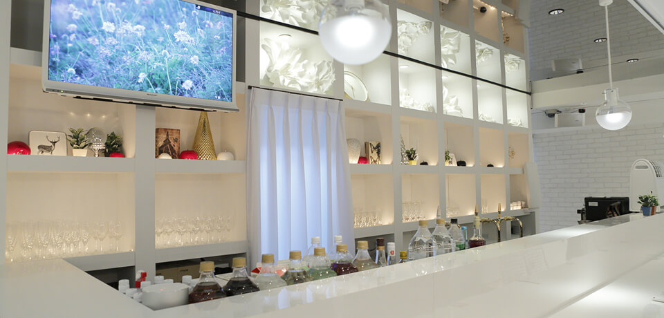 New Tokyo cafe pairs men and women at random, provides coffee, cake & iPads to spark conversation 2