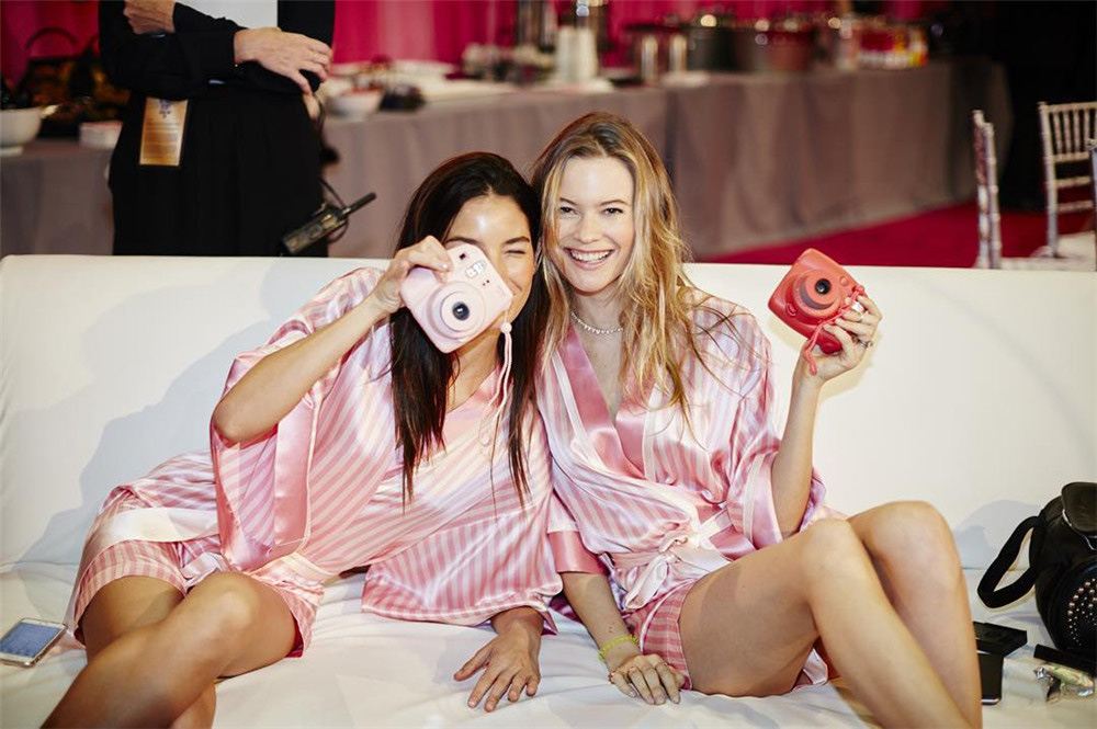 2015 Victoria's Secret Fashion Show Backstage 7