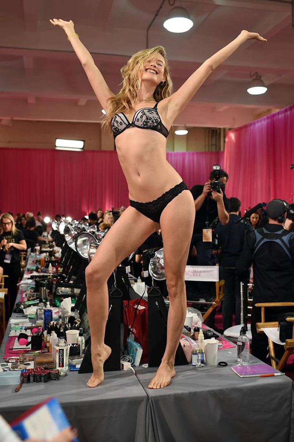 2015 Victoria's Secret Fashion Show Backstage 12