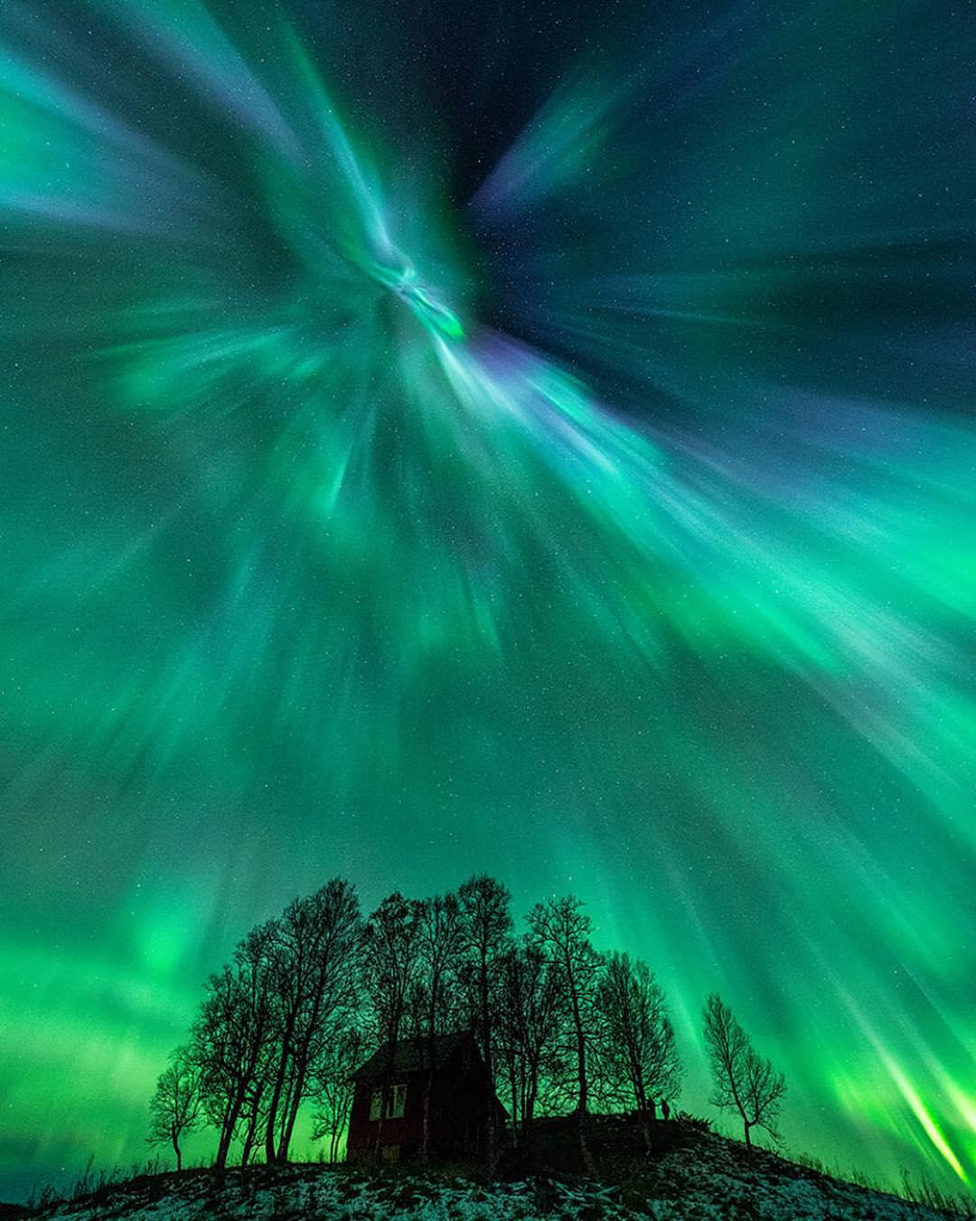 「在浩瀚的宇宙裡,我們只是渺小塵埃」:NASA 公布 2015 年最壯麗的 9 張天文景觀 ‧ A Day Magazine