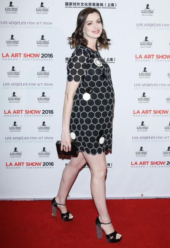 First Look:準媽咪 Anne Hathaway 挺孕肚與老公首次出席公開場合! 3