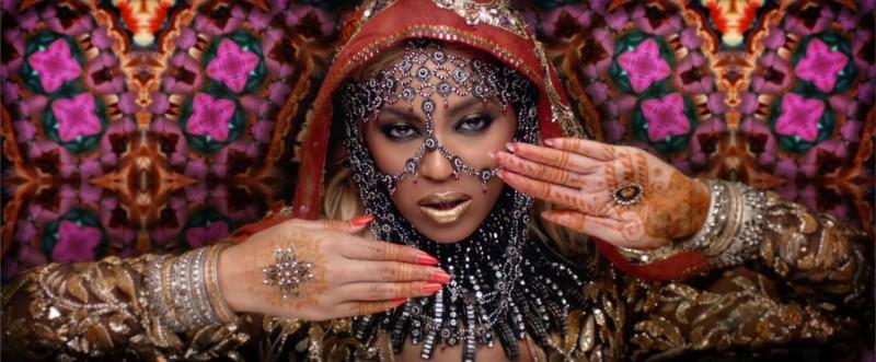 """First Look:Beyoncé 化身寶來塢神秘女星,現身 Coldplay """"Hymn for the Weekend""""最新 MV 3"""