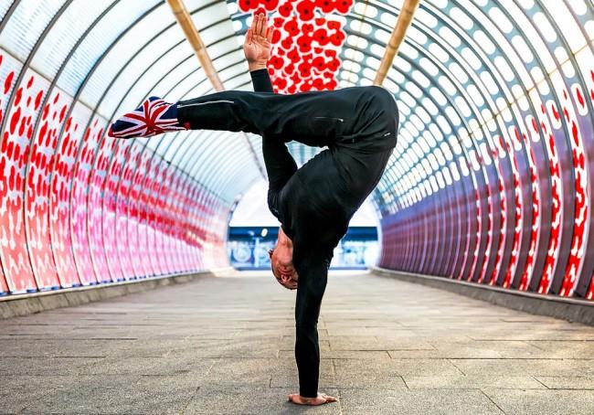完美的靜止瞬間:攝影師在地標景點前捕捉各種「瑜珈姿勢」! 5