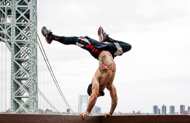 完美的靜止瞬間:攝影師在地標景點前捕捉各種「瑜珈姿勢」! 9
