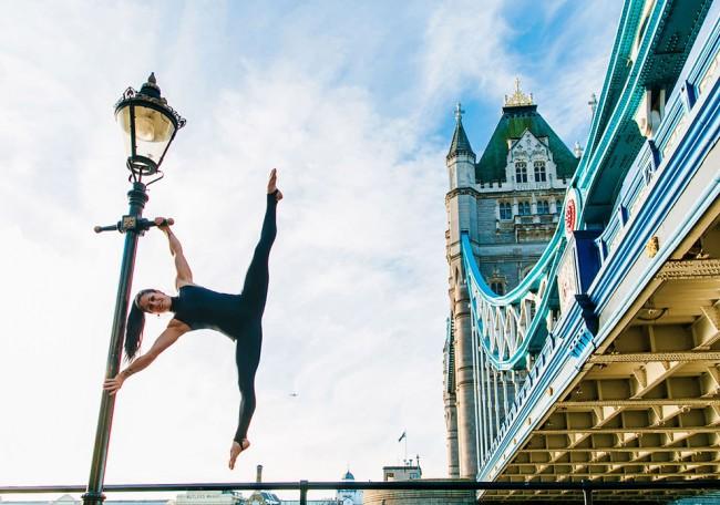 完美的靜止瞬間:攝影師在地標景點前捕捉各種「瑜珈姿勢」! 18