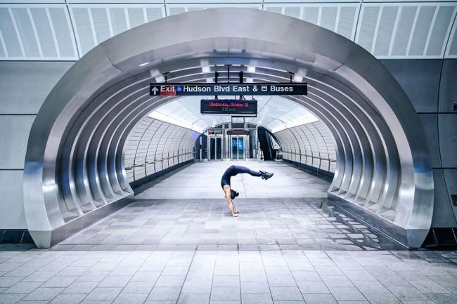 完美的靜止瞬間:攝影師在地標景點前捕捉各種「瑜珈姿勢」! 19