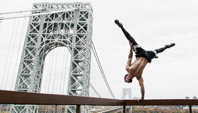 完美的靜止瞬間:攝影師在地標景點前捕捉各種「瑜珈姿勢」! 21
