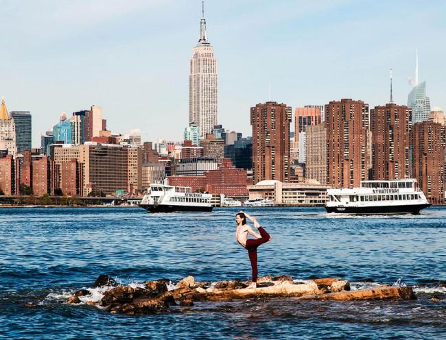 完美的靜止瞬間:攝影師在地標景點前捕捉各種「瑜珈姿勢」! 26